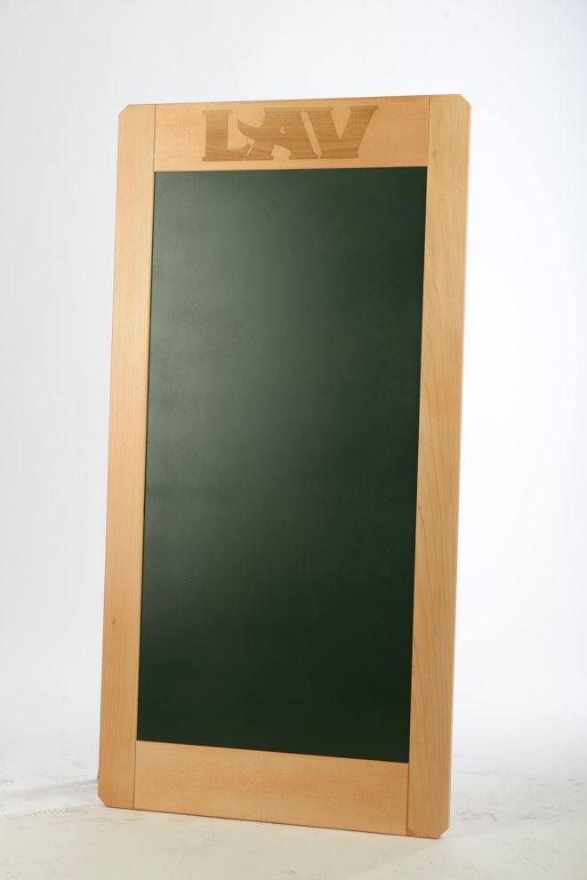 Drvena zidna a tabla za pisanje kredom