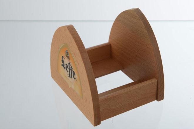 Drveni držac kartonskih podmetača