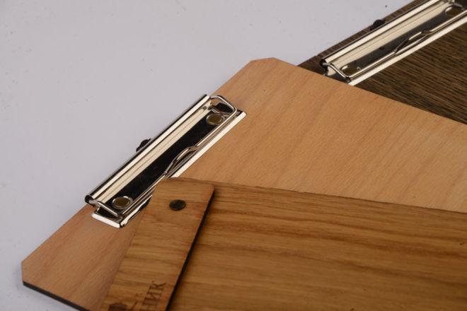 drvena podloga za pisanje sa klipsom