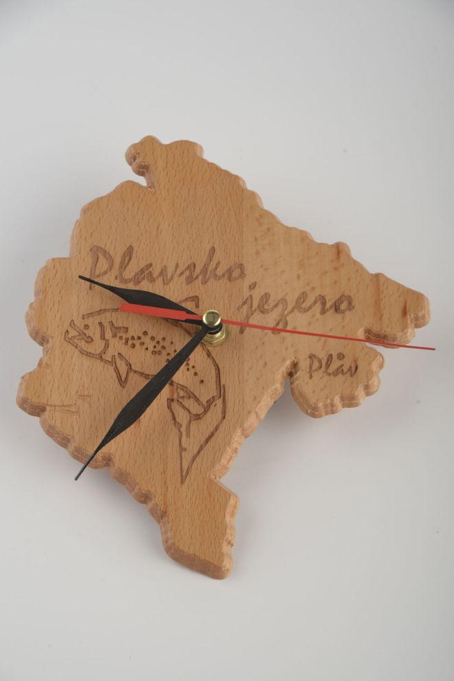 drveni sat u obliku po želji
