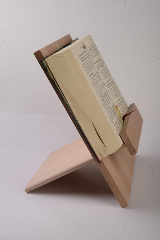 drveni stalak za knjigu