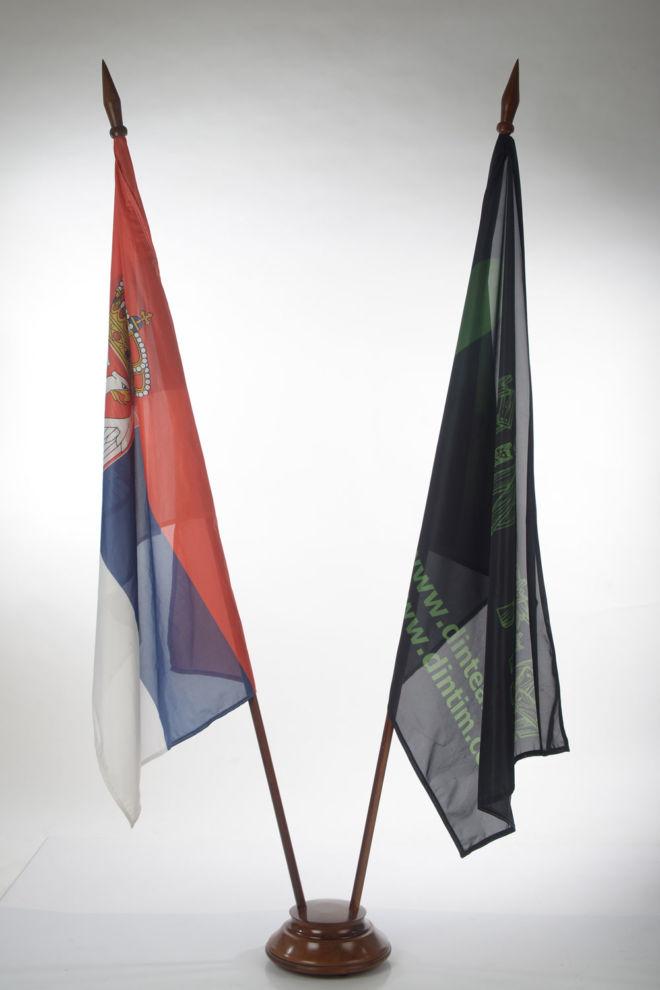 drveno postolje za zastave
