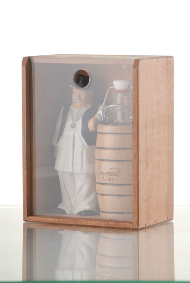 BOX FOR BOTTLE WITH FIGURINE