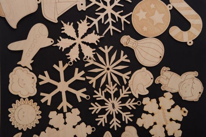 Snežinki i ukrašeniя dlя ёlki