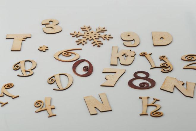 Buchstaben und Dekomaterial