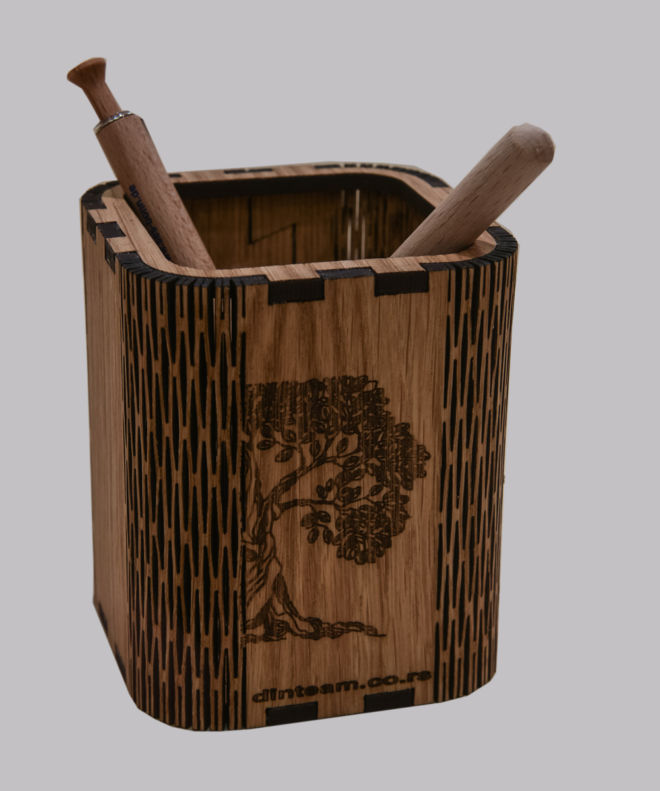 Bleistiftbecher aus Holz