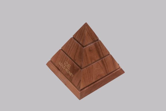 Drvena kutija u obliku piramide