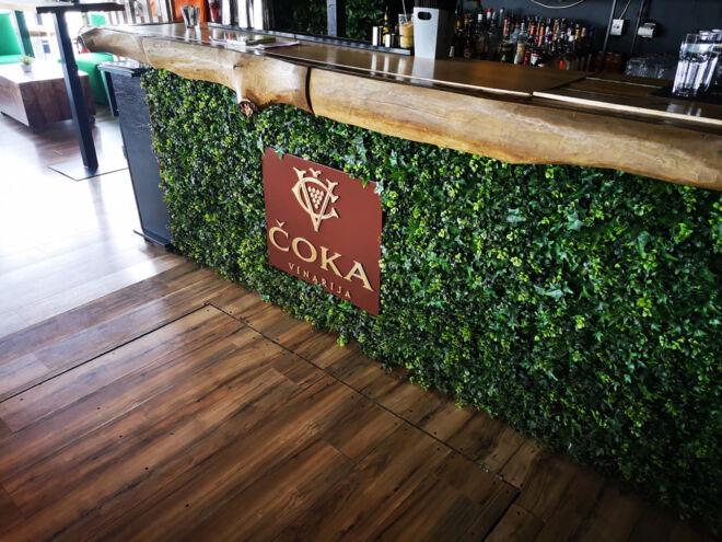 drvena reklama za restoran