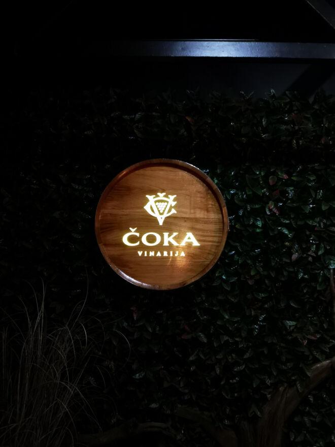 drvena svetleća reklama