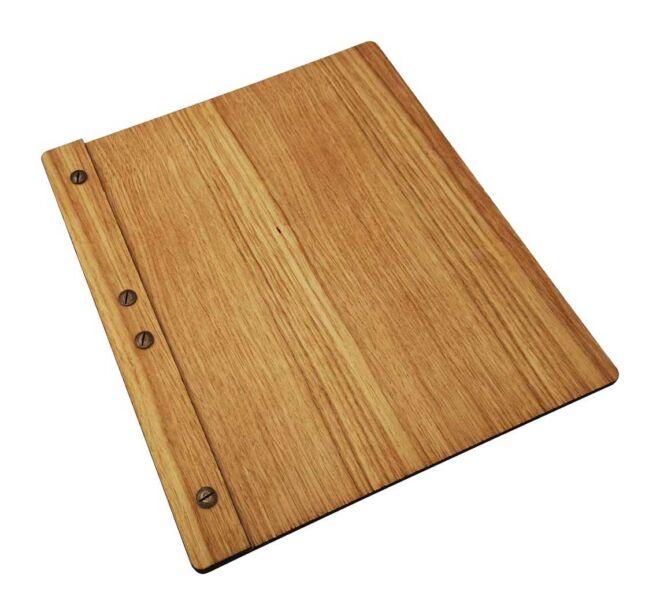 drveni meni sa drvenom klipsom